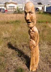 Tronc de merisier sculpté d'un bloc
