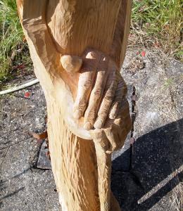 Zoom sur les mains et la canne